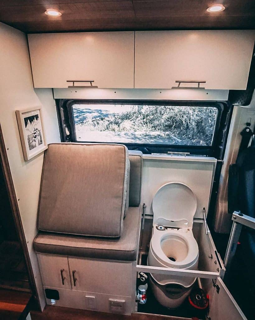 10 Best RV Toilets – 10
