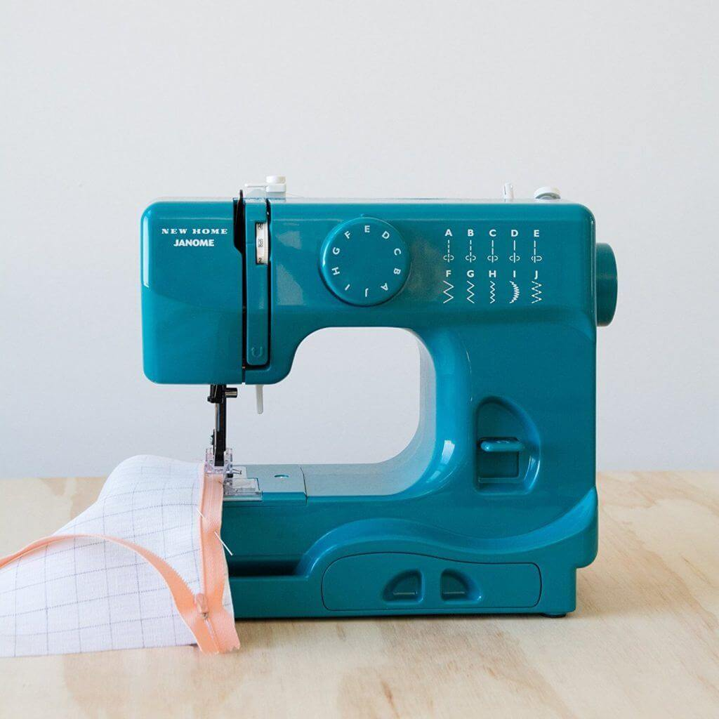 9 Best Mini Sewing Machines -3