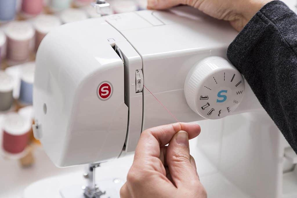 9 Best Mini Sewing Machines -4